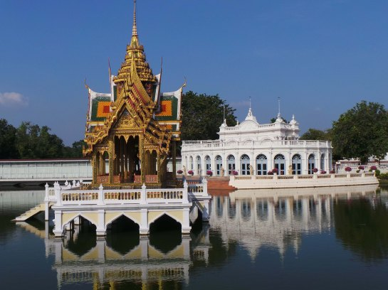 Phra Thinang Aisawan Thiphya-Art and Tevaraj-Kanlai Gate