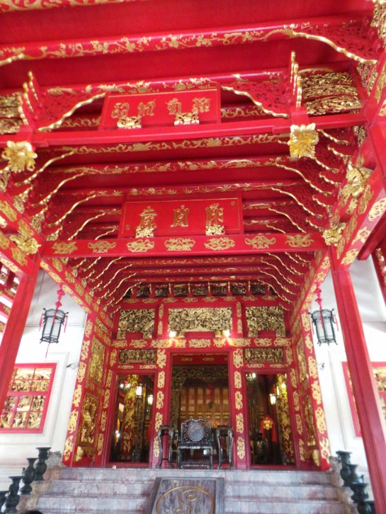 Phra Thinang Wehart Chamrun's ground floor with the Chinese-style throne