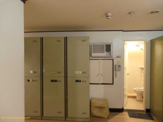 Toilet and Bath with Guest Lockers